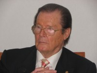 roger-moore-co-008